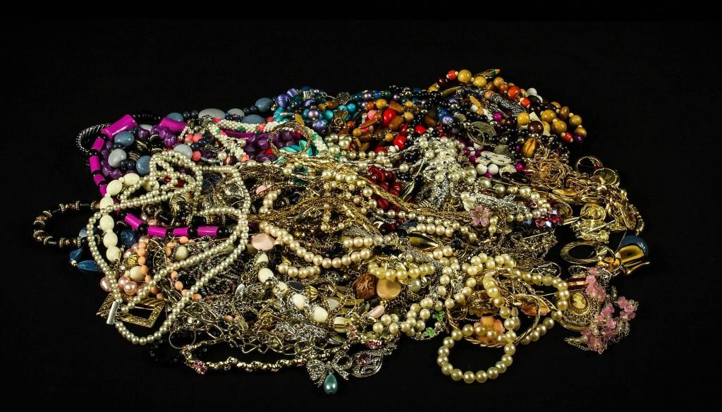 jewelry-611867_1920